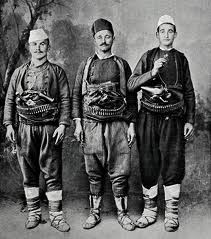 Trei voinici cu fruntea lata
